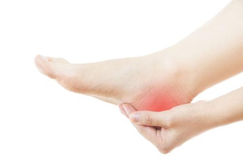 چرا هنگام کار کردن پاشنه پا درد می گیرد؟
